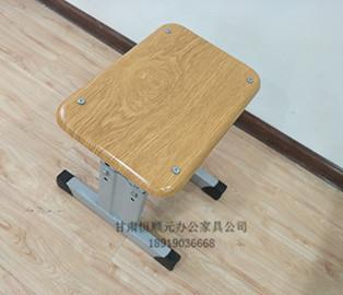 甘肃单人双斗钢木课桌椅