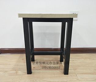 钢木学生课桌椅
