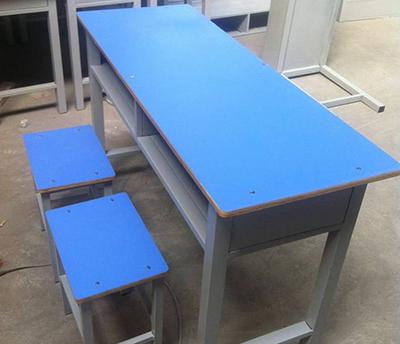 板式学生课桌椅