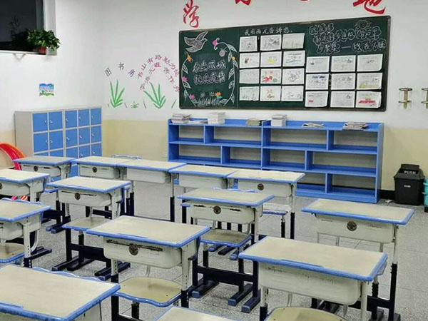 富民小学提供课桌椅配置安装