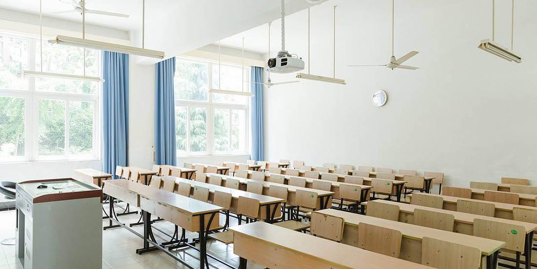 我们做过的教室课桌椅的工程案例