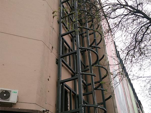 兰州海石湾商场观光电梯点式玻璃幕墙工程