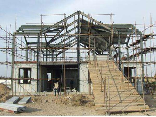 轻钢别墅房屋在工程施工建设中,需要注意什么?
