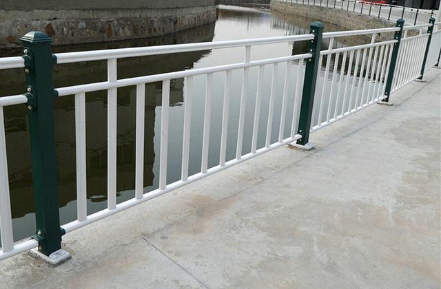 桥梁护栏开展美化工程
