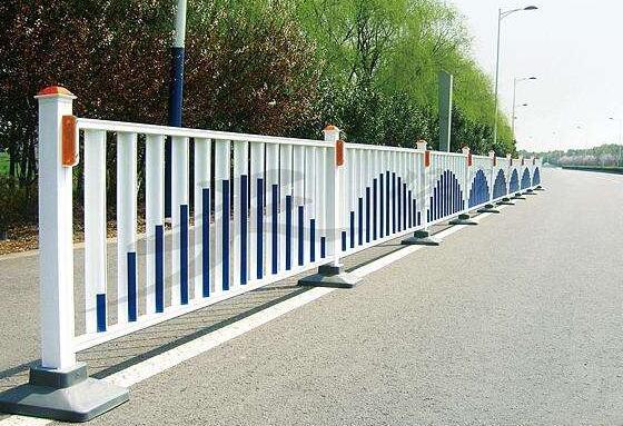 嘉峪关市政隔离护栏网找哪家?兰州马路隔离护栏厂家看这里