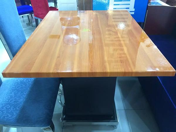人造大理石桌子
