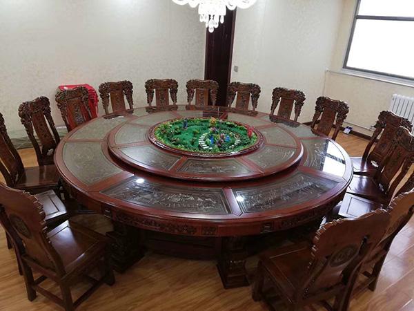 橡木雕刻桌