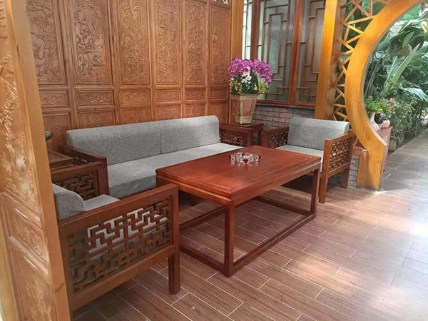 沙发批发厂家带您了解如何选购红木沙发?