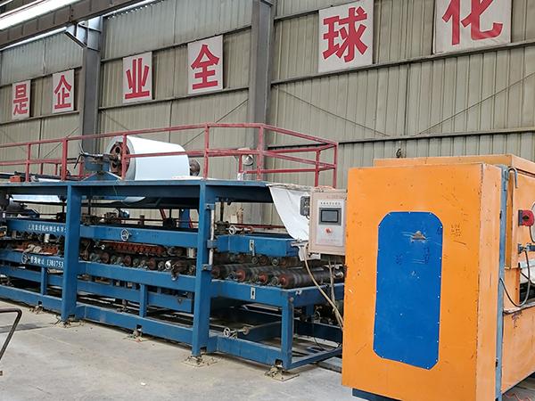 岩棉彩钢生产设备