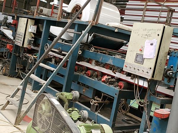 泡沫彩钢生产设备