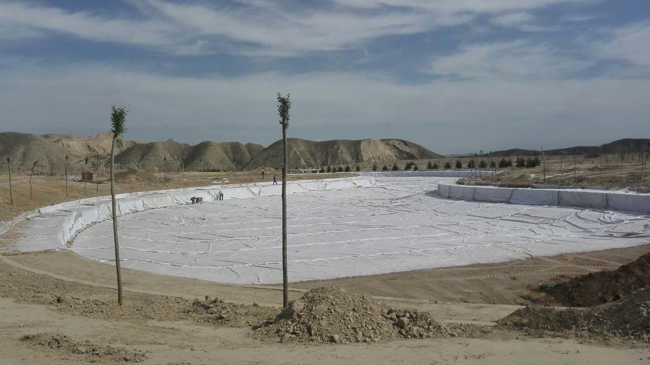 混泥土地面防渗土工布工程施工保养要多久