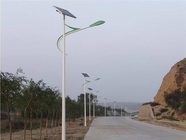 单臂太阳能路灯