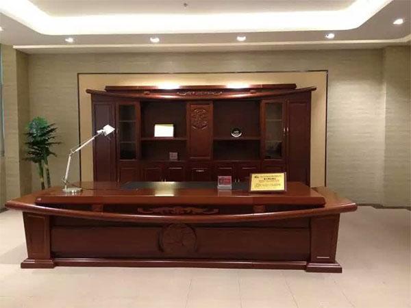 实木办公桌价格多少钱