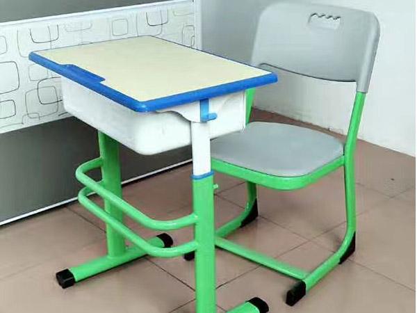中学生课桌椅