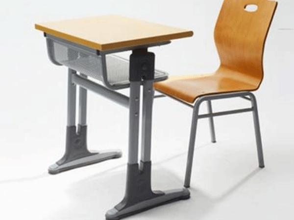 浅谈小学生课桌椅使用注意事项