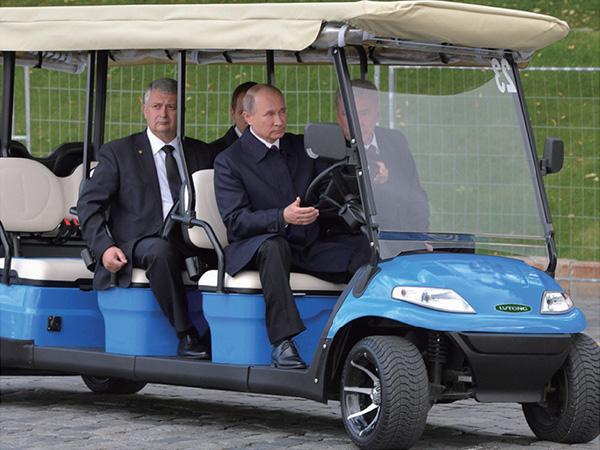 普京总统亲驾绿通电动车参加俄罗斯首都莫斯科建城870周年纪念日活动