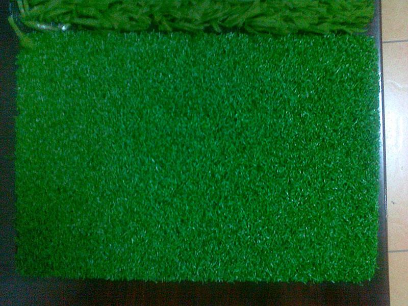 足球场人造草坪塑胶跑道施工案例