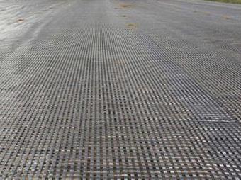 土工格栅在特别施工中要按要求铺设