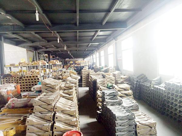 挖掘機配件批發倉庫