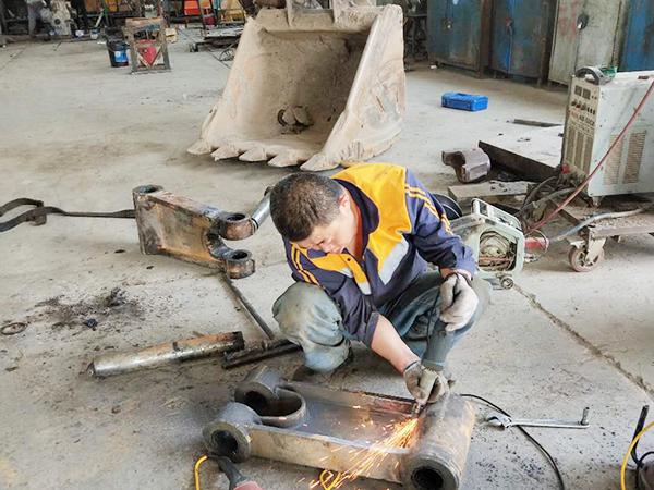 日立挖掘機故障維修