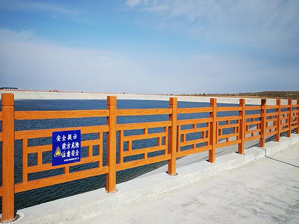 青海水泥仿木护栏厂家