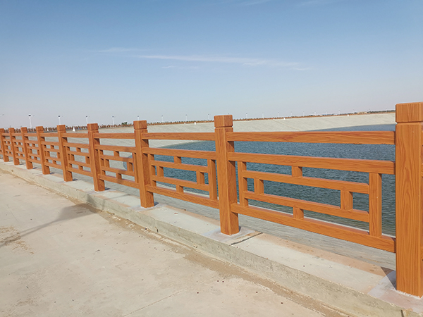 古浪黄花滩水池仿木方格护栏