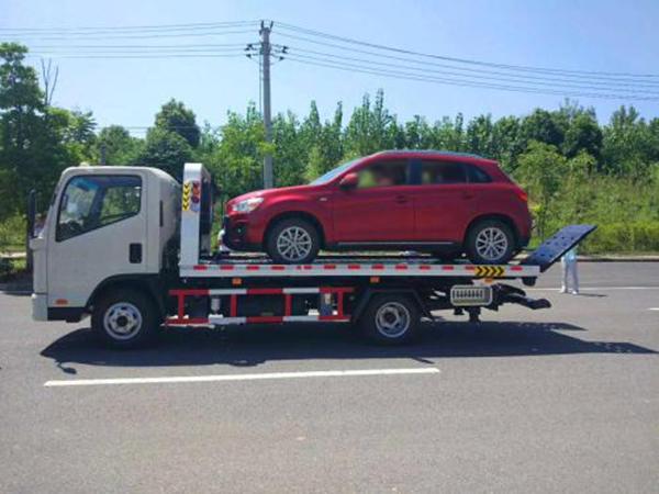 甘肃道路救援教你汽车在路上爆胎该如何处理