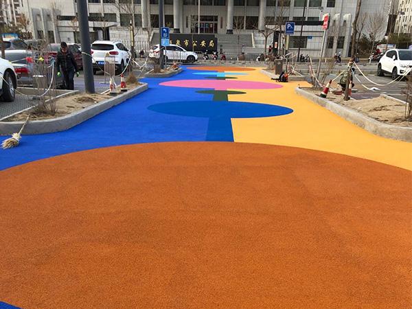 彩色防滑路面的施工材料和步骤是怎样的?