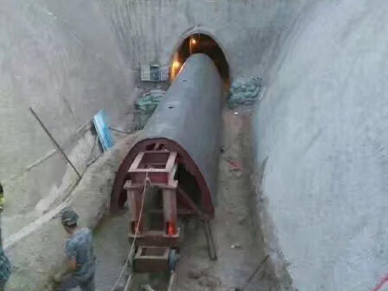 蘭州水利隧道鋼模襯砌臺車施工現場