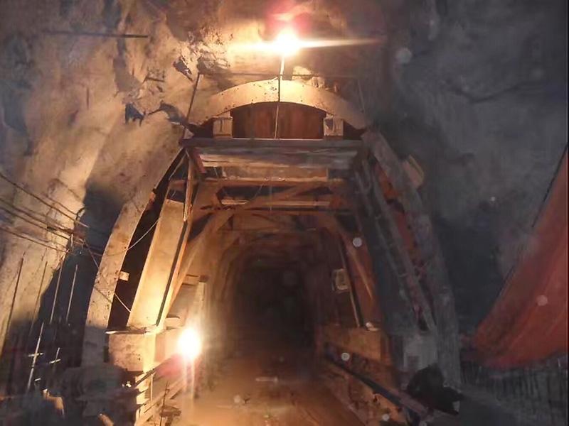 蘭州鋼模板臺車在隧道中的使用