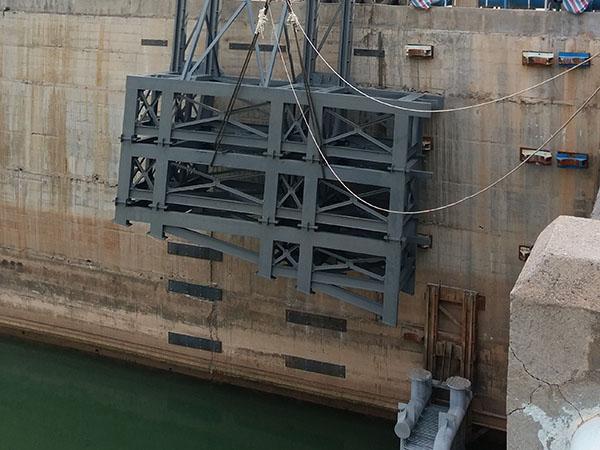 水下鋼構造裝置