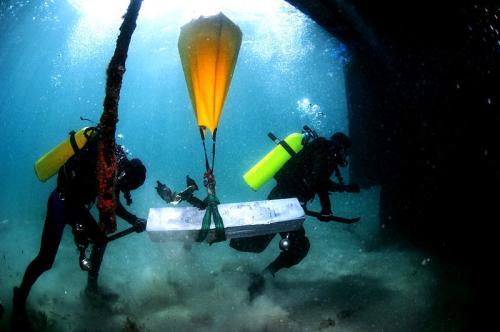 沉船的水下打捞前的准备收集工作