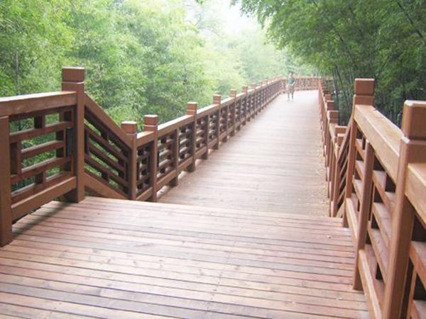 防腐剂在兰州防腐木厂家生产防腐木过程中的使用说明