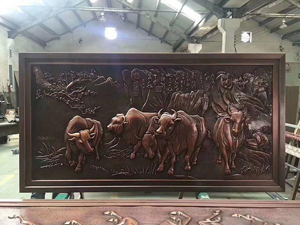 锻铜动物浮雕