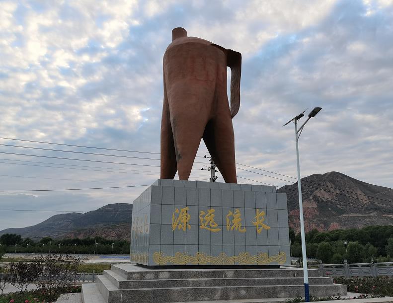 广河县良宏大道齐家文化陶罐雕塑设计施工