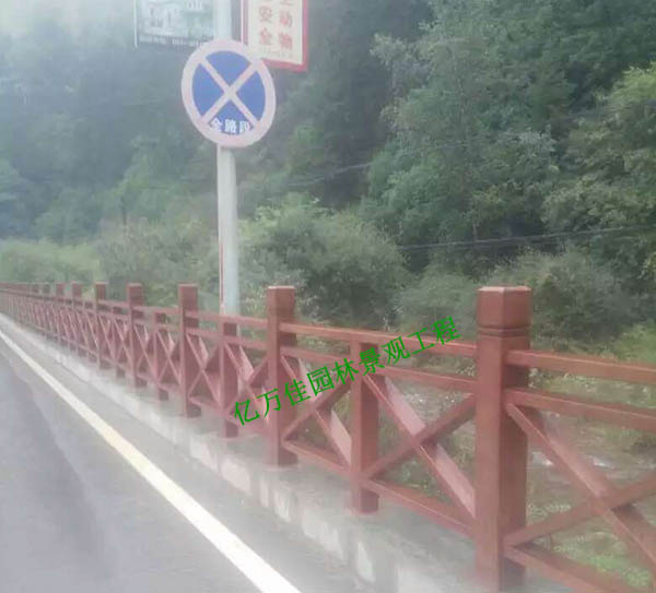 榆中兴隆山防腐木护栏安装