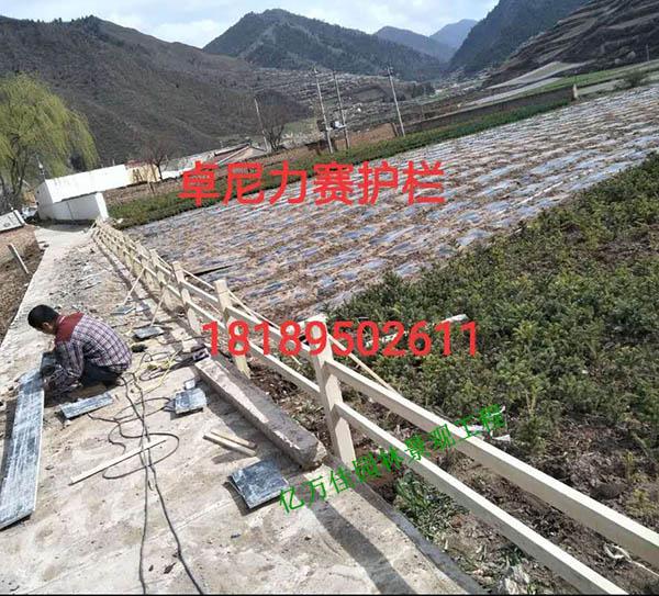 卓尼力赛防腐木护栏工程