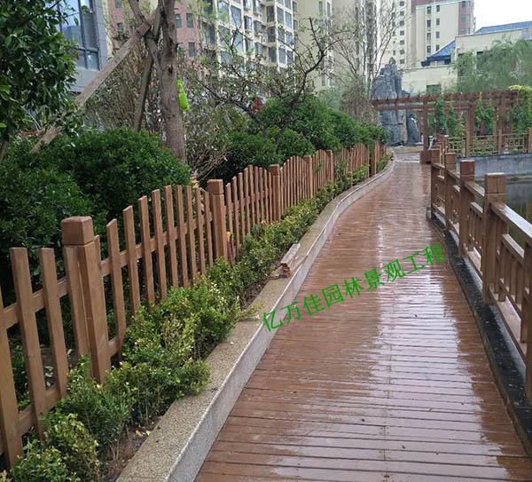 靖远国际城小区防腐木护栏施工安装