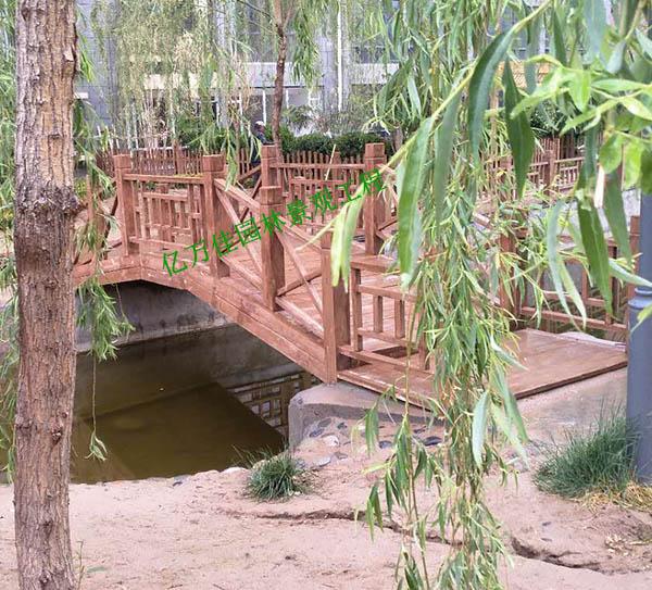 靖远国际城小区防腐木护栏安装