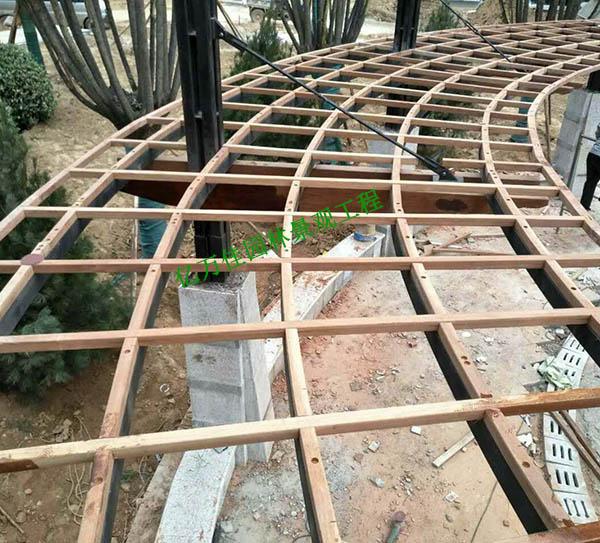 大沙坪恒大绿洲扇形防腐木廊架安装