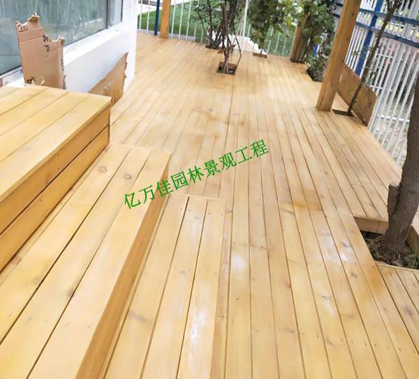 安宁科教城小区防腐木地板施工