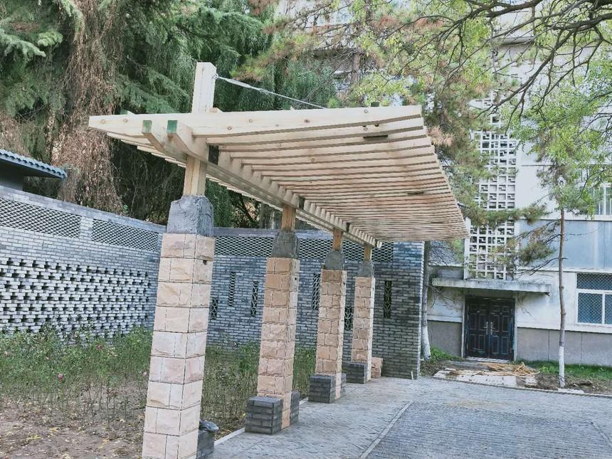 西北师大防腐木廊架