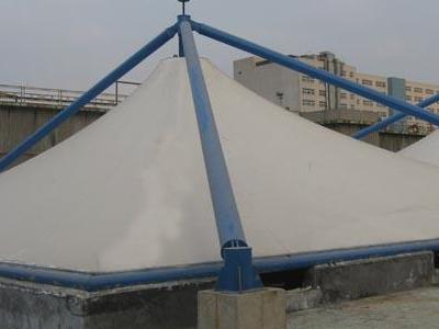 封闭工程施工简述污水池反吊膜的安装过程
