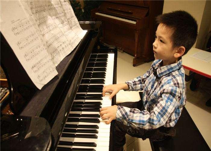 儿童成人钢琴演奏