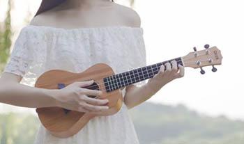 尤克里里演奏及弹唱