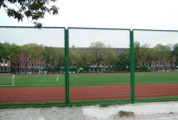 河北球场护栏厂家讲解体育场围栏的安装形式有哪些?