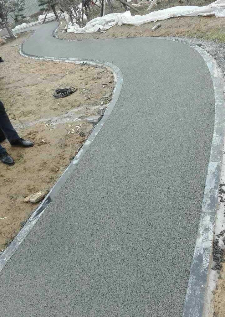 密封固化劑地坪出現裂紋的原因是什么