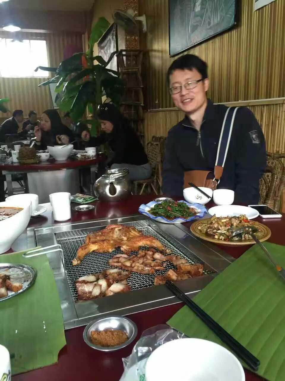 贵州野外烧烤桌设计
