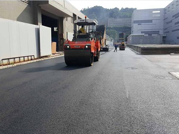 广元公路沥青摊铺