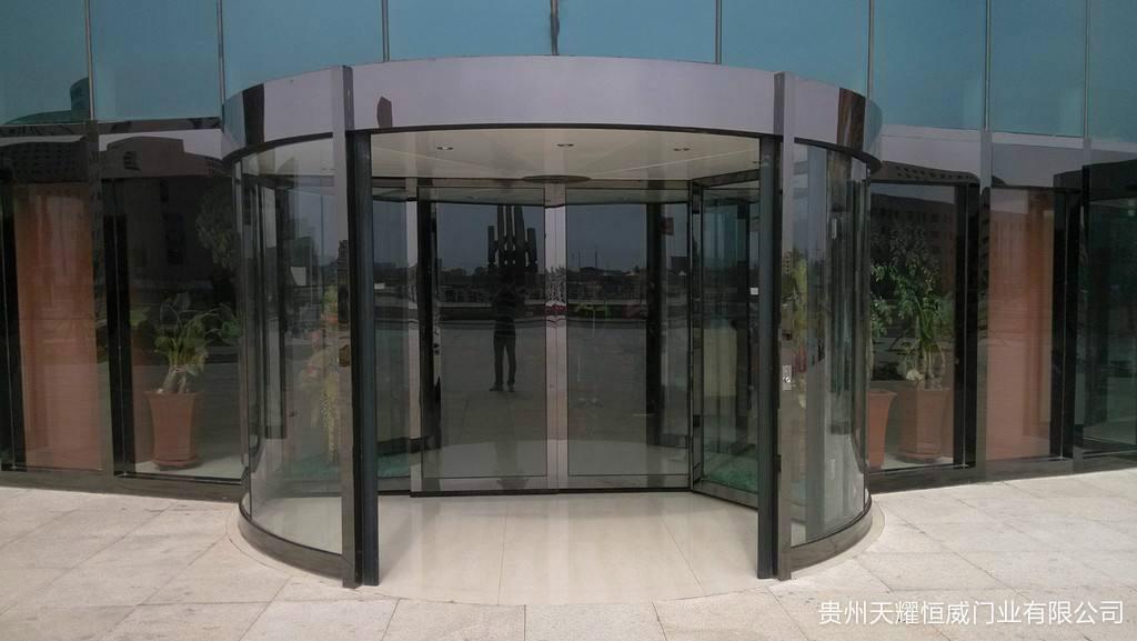 贵州旋转门厂家告诉您旋转门定期保养的必要性